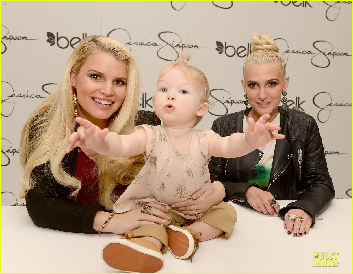 jessica ashlee simpson pelk southpark visit with maxwell 04
