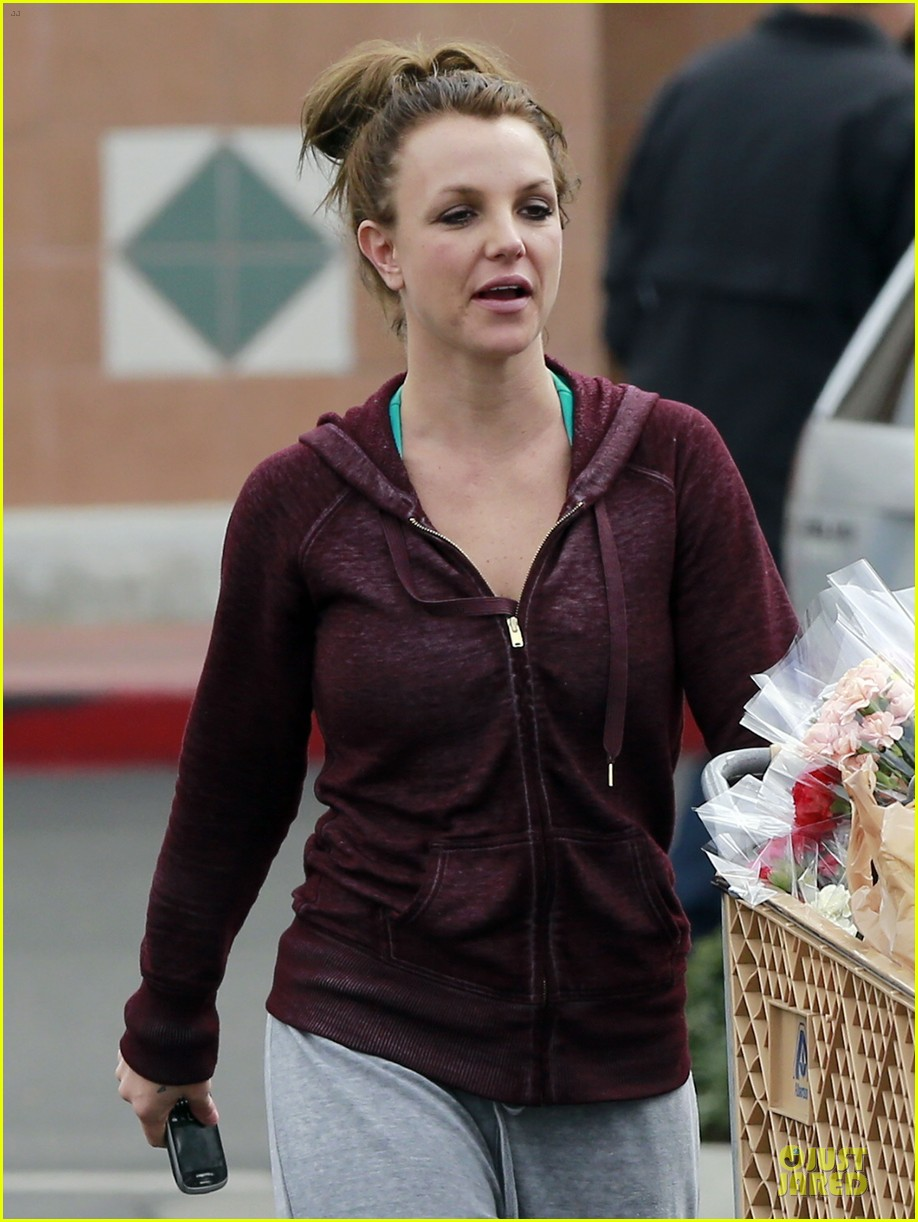 britney spears flowering grocery stop 12