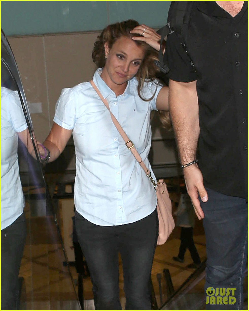 britney spears jets to new orleans with the boys 19