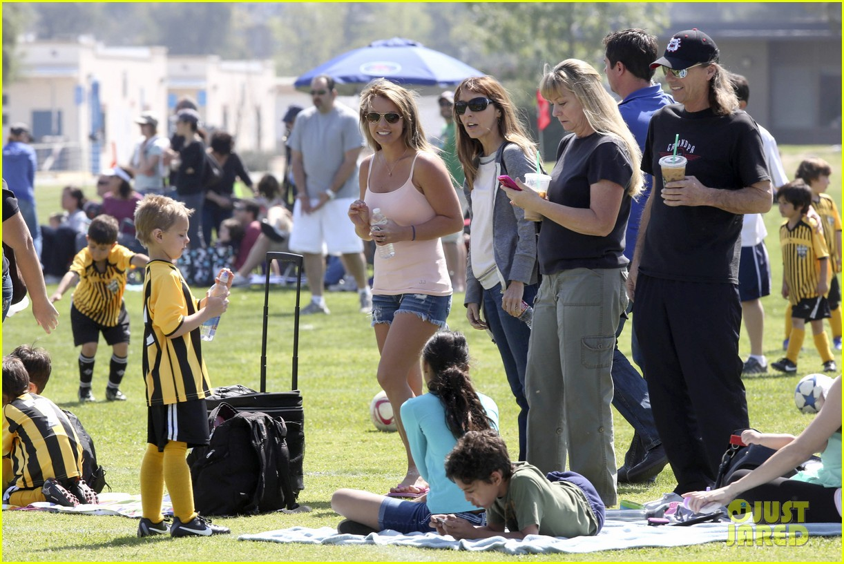 Britney Spears: Proud Soccer Mom!: Photo 2832398 | Britney Spears,  Celebrity Babies, Jayden James Federline, Kevin Federline Pictures | Just  Jared