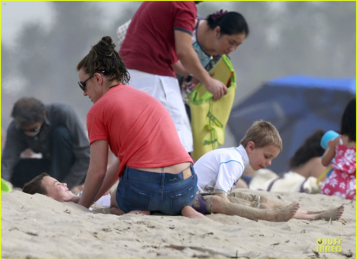 britney spears santa barbara beach day with the boys 042823884