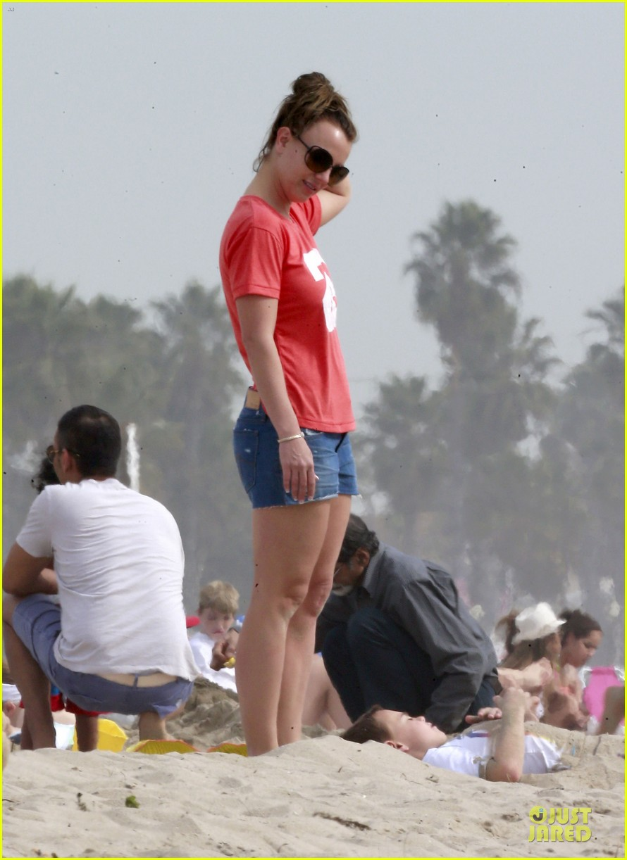 britney spears santa barbara beach day with the boys 072823887