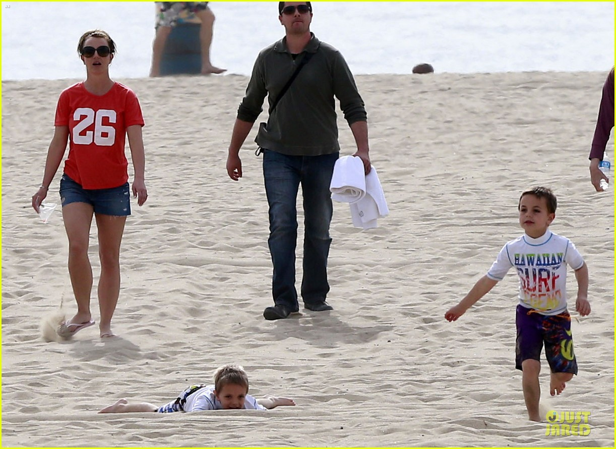 britney spears santa barbara beach day with the boys 13
