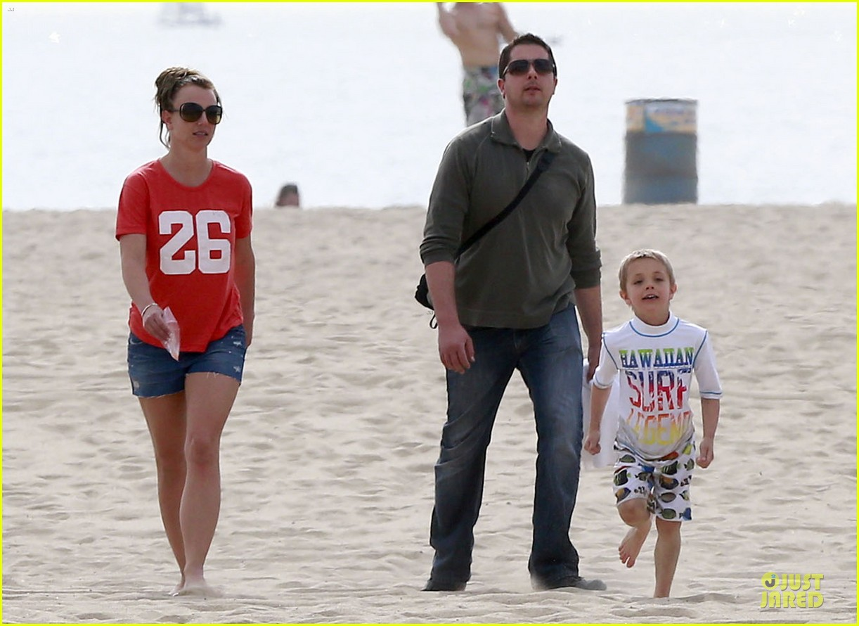 britney spears santa barbara beach day with the boys 14