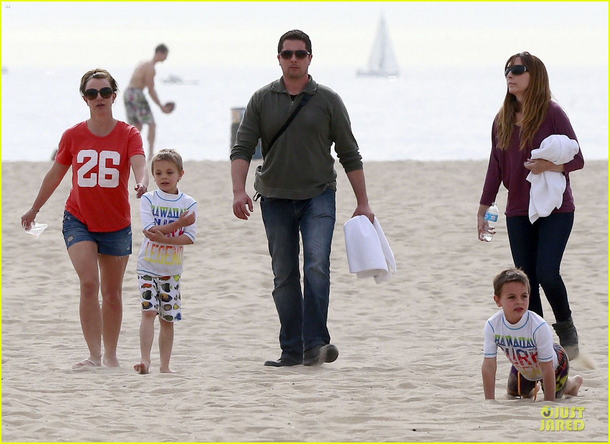 britney spears santa barbara beach day with the boys 152823895