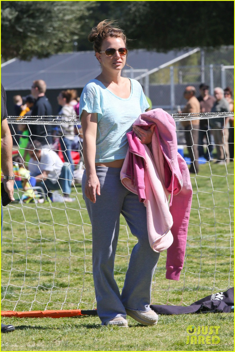 britney spears sunday soccer mom 01