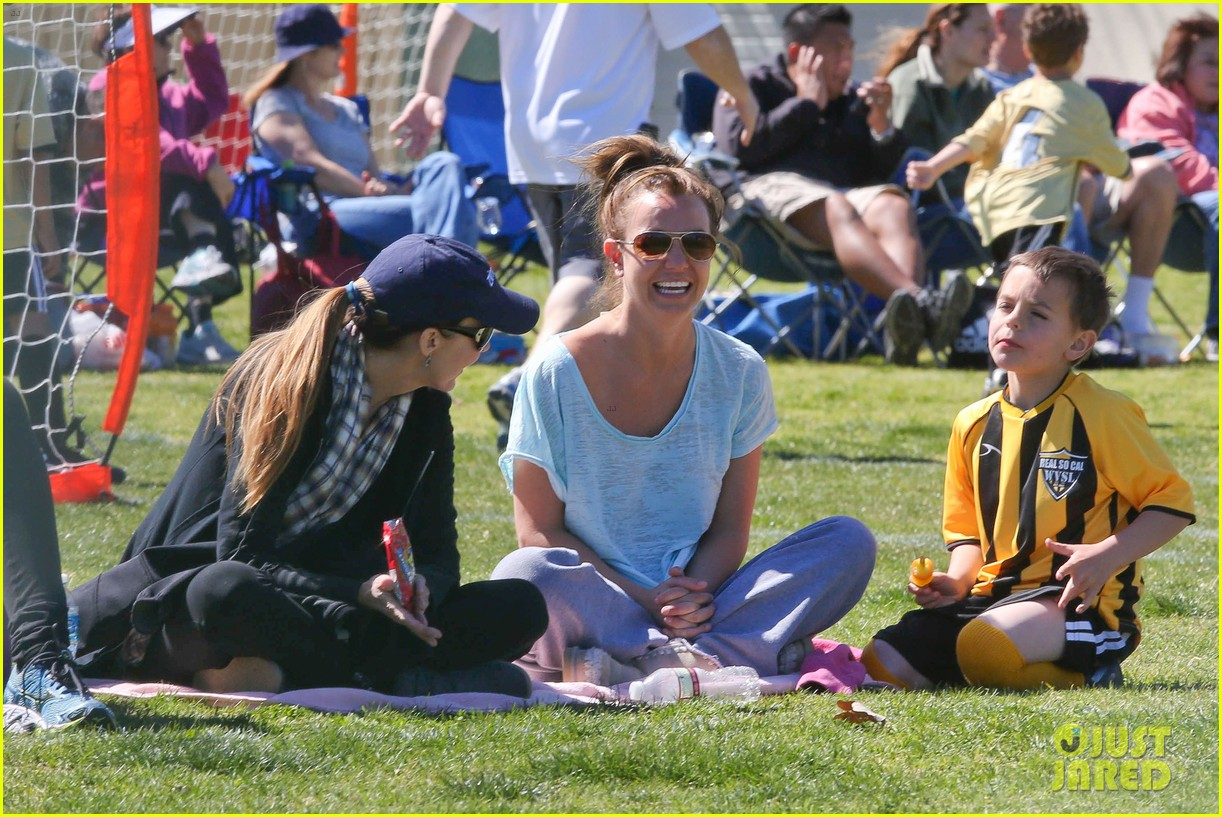 britney spears sunday soccer mom 07