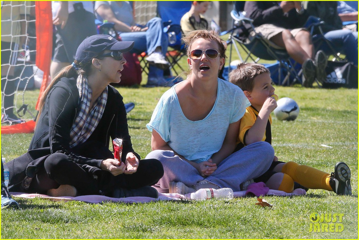 britney spears sunday soccer mom 08
