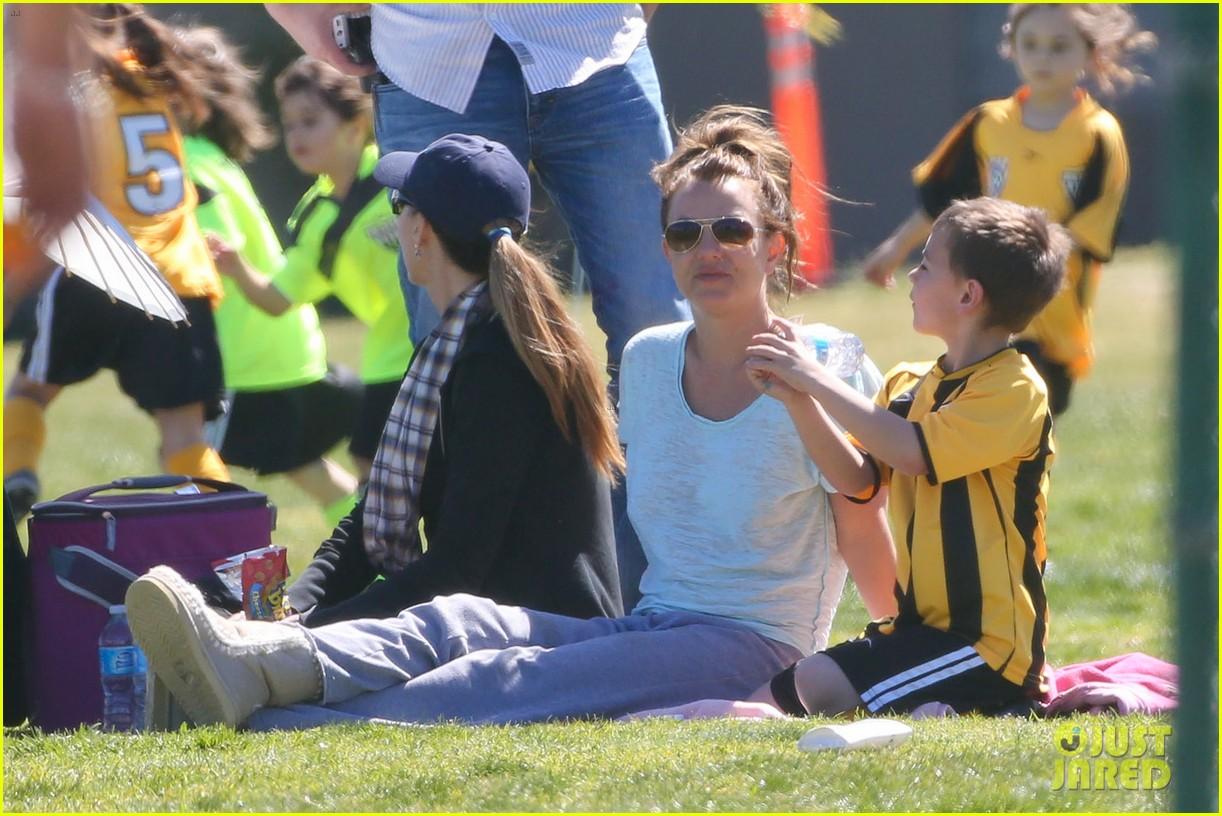 britney spears sunday soccer mom 102828477