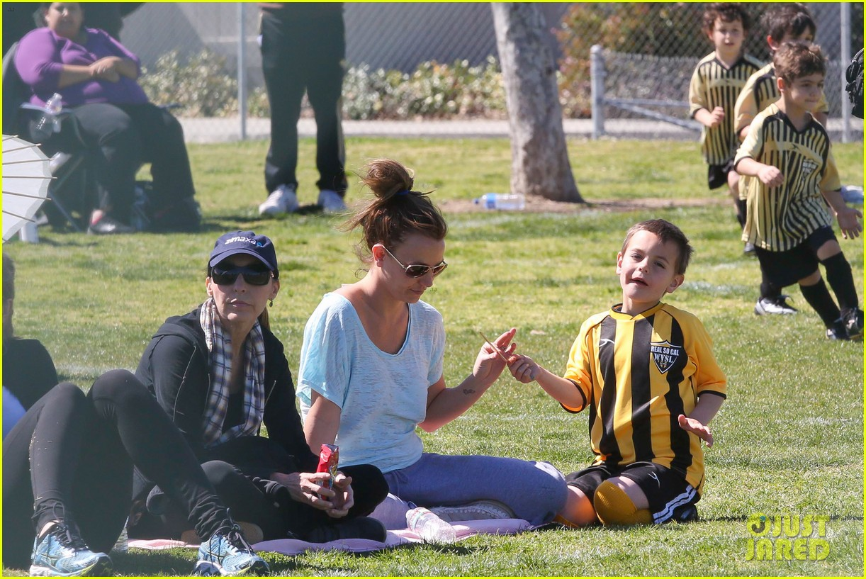 britney spears sunday soccer mom 26
