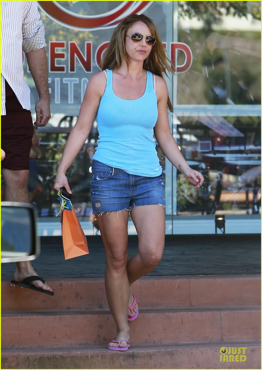 britney spears tanning with david lucado 15