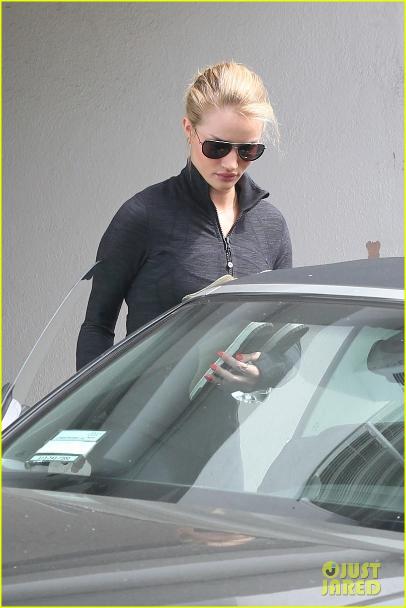 rosie huntington whiteley works out jason statham arrives at lax 022833349