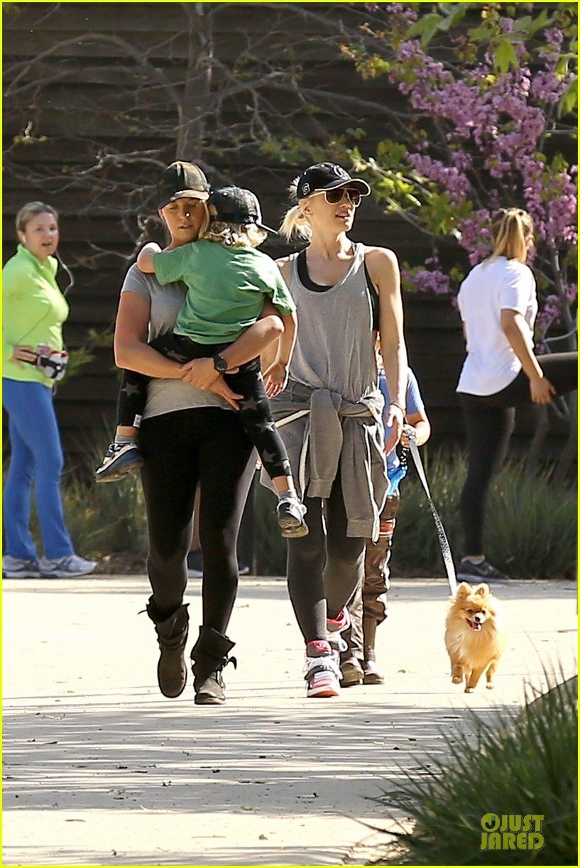 gwen stefani hiking with kingston zuma 02