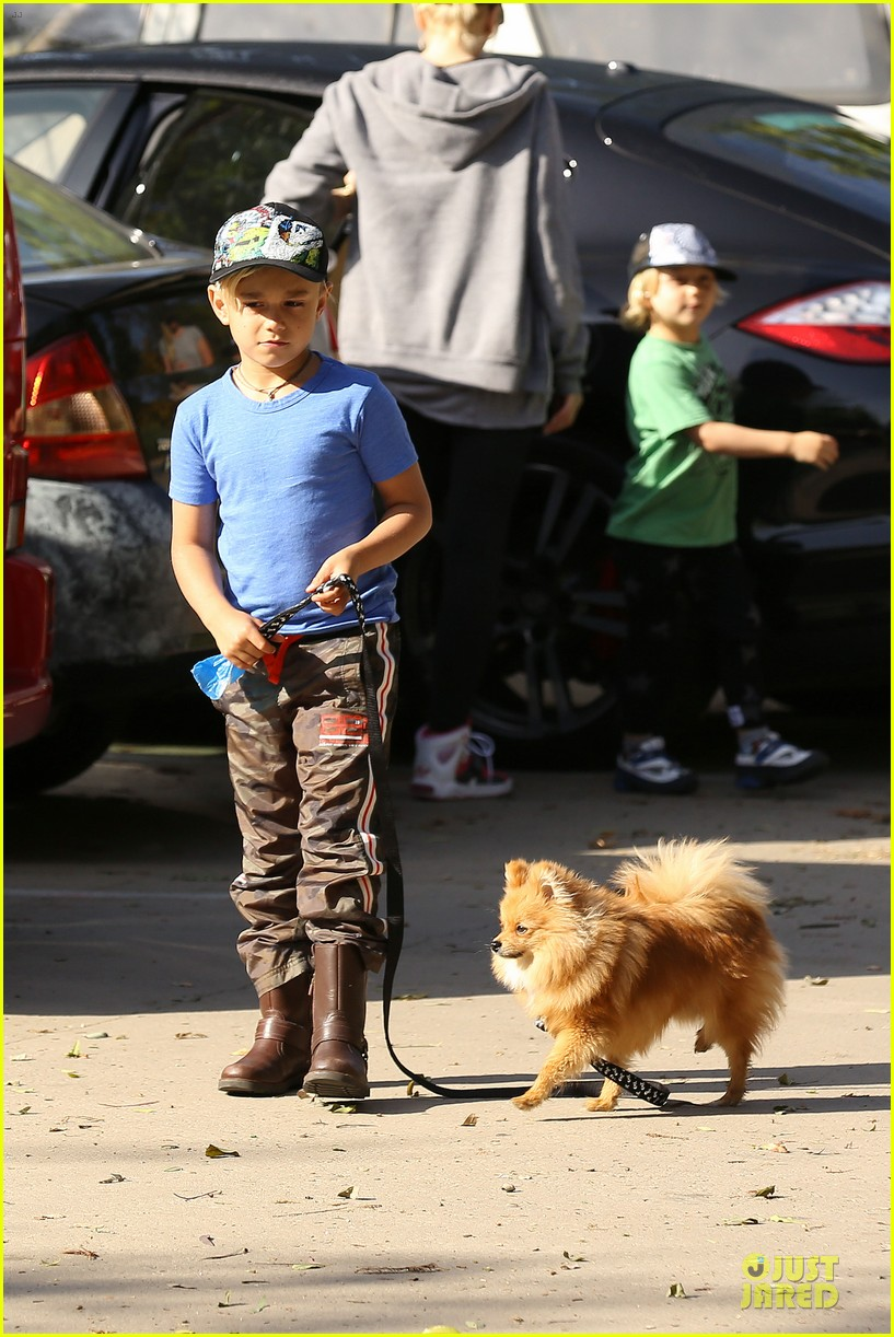 gwen stefani hiking with kingston zuma 03