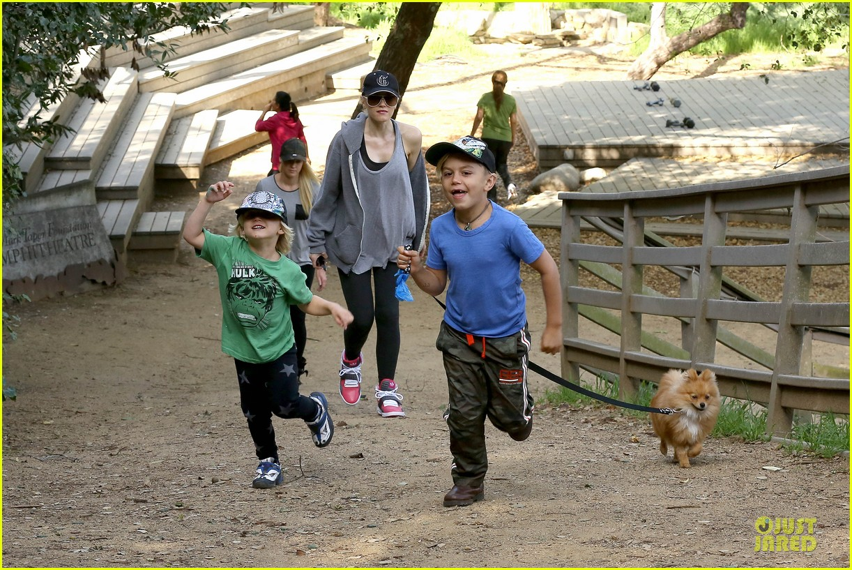gwen stefani hiking with kingston zuma 12