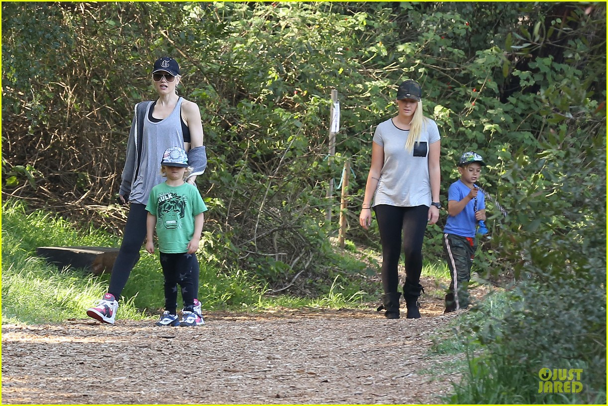 gwen stefani hiking with kingston zuma 152836244