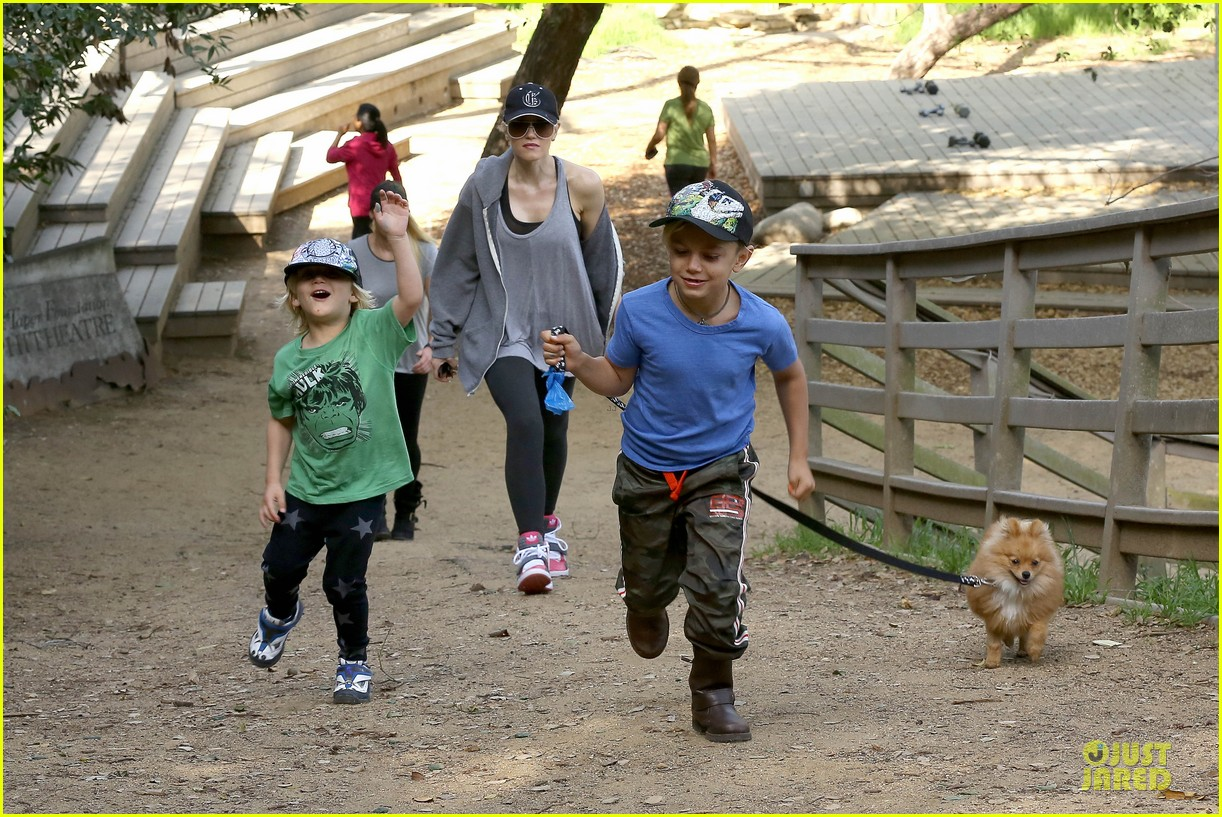 gwen stefani hiking with kingston zuma 20