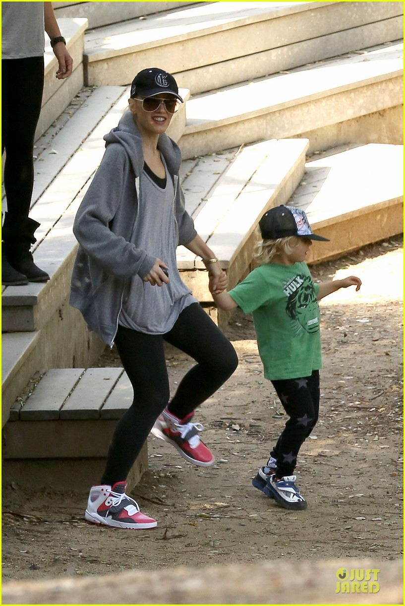 gwen stefani hiking with kingston zuma 21