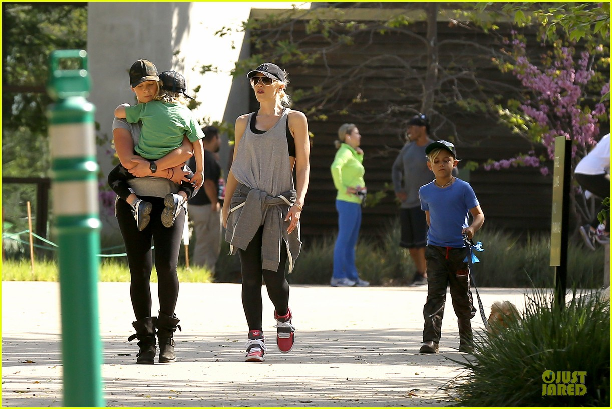 gwen stefani hiking with kingston zuma 292836258