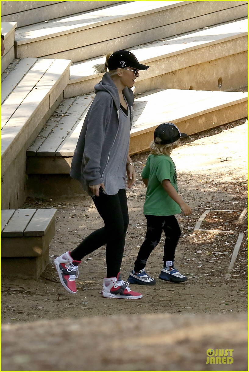 gwen stefani hiking with kingston zuma 312836260