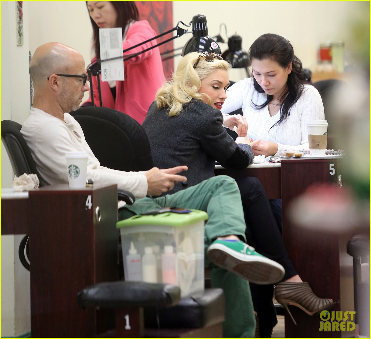 gwen stefani nail salon stop 25