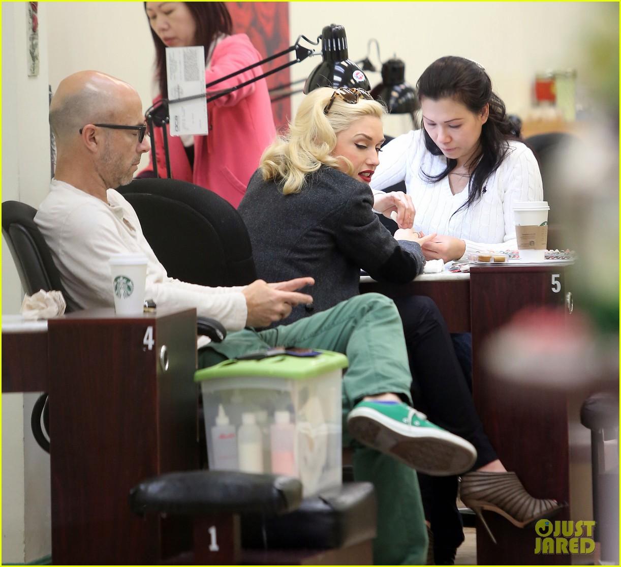 gwen stefani nail salon stop 252826697