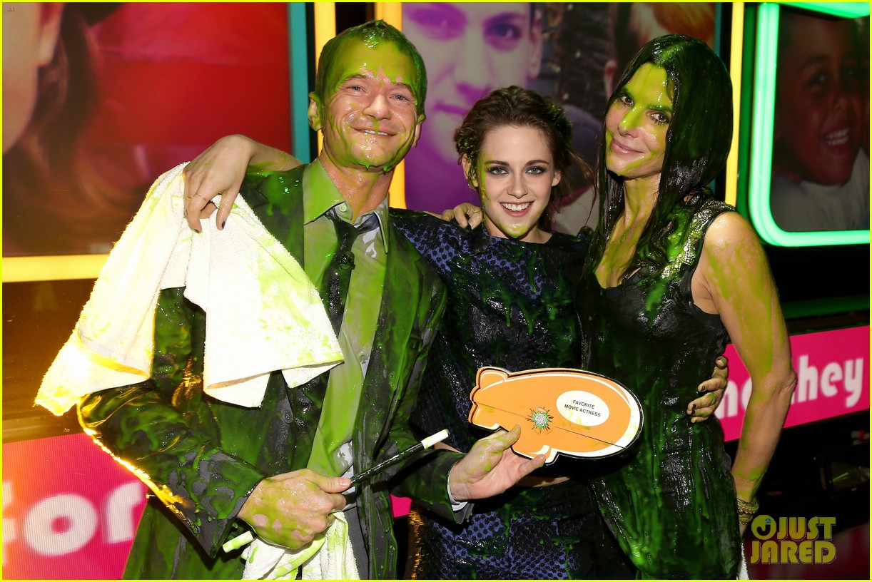 kristen stewart slime victim at kids choice awards 2013 02