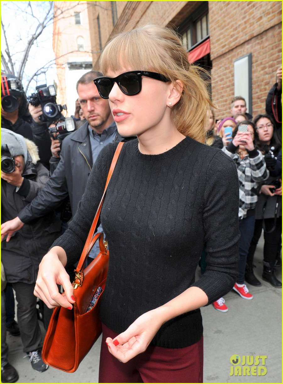 taylor swift paints the town red in new york city 11