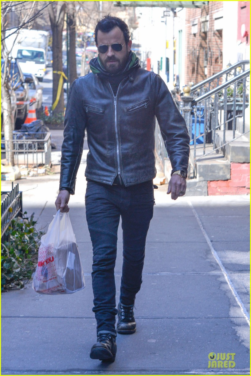 justin theroux is great guy raves chelsea handler 032827822