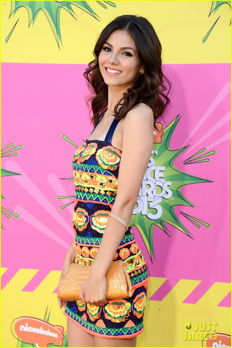 ashley tisdale victoria justice kids choice awards 2013 10