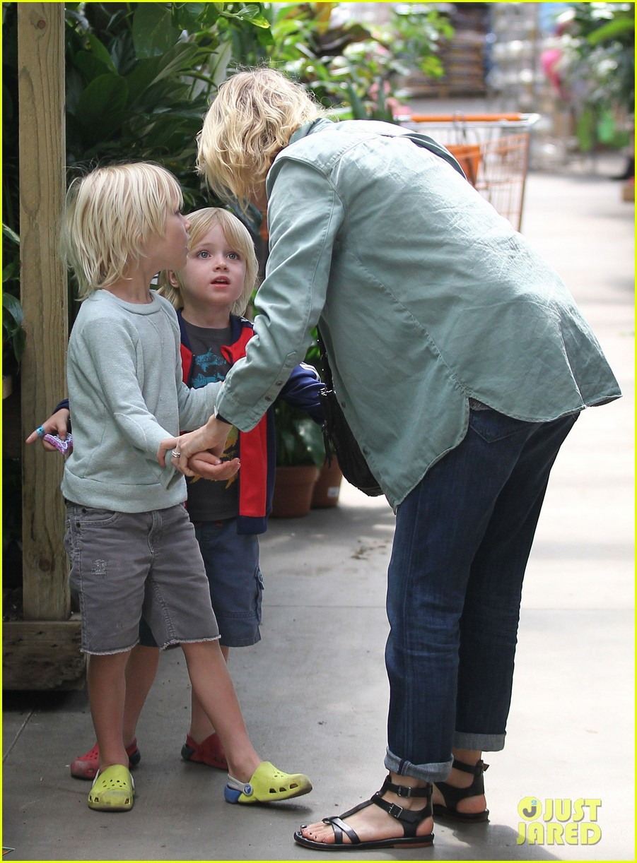 naomi watts liev schreiber saturday family errands 05