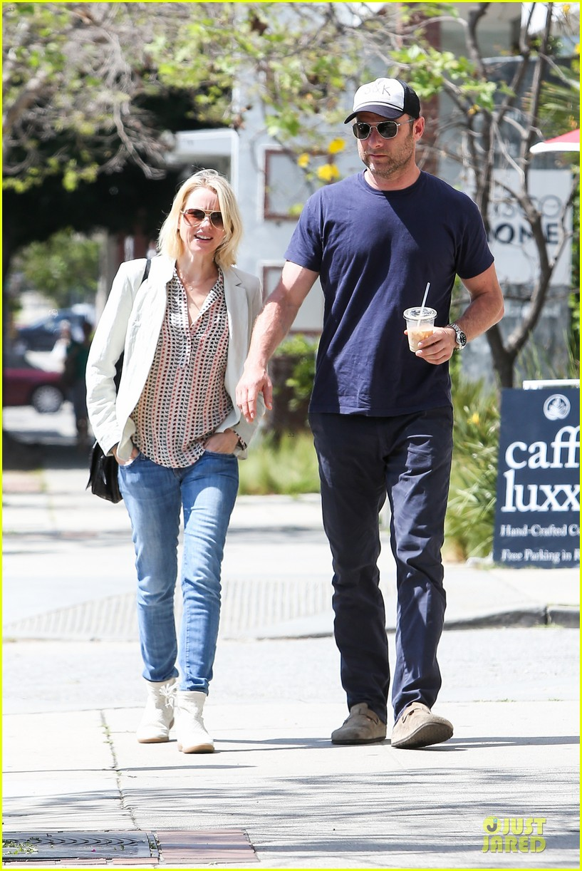 naomi watts brentwood country mart couple 012836002