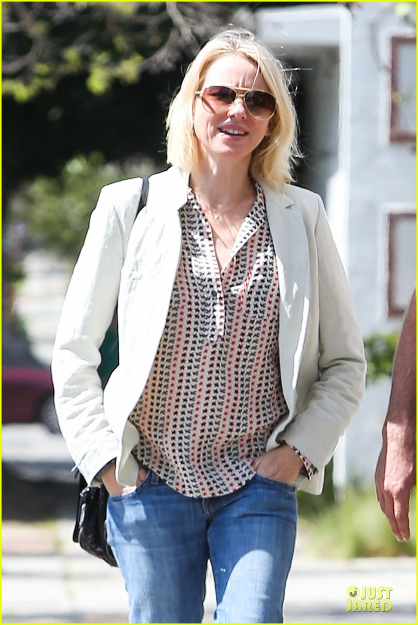naomi watts brentwood country mart couple 022836003
