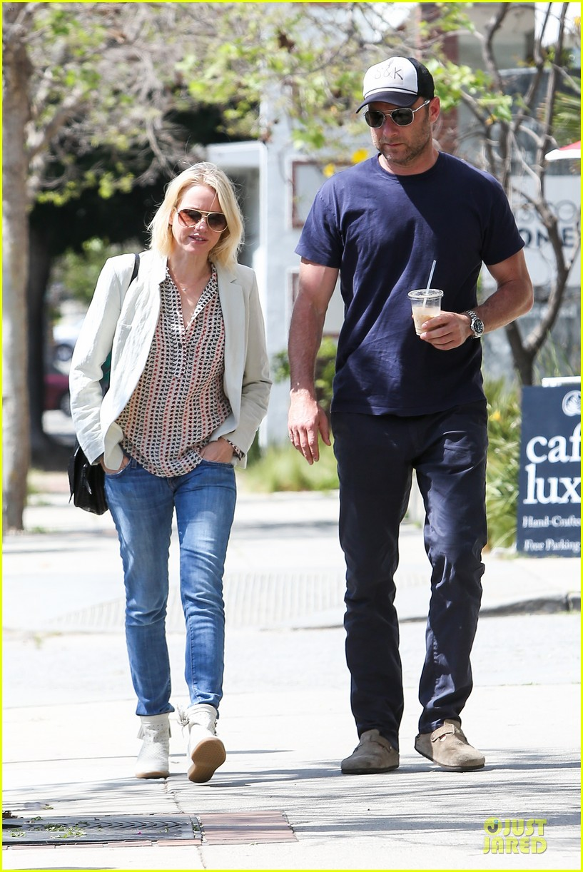 naomi watts brentwood country mart couple 102836011