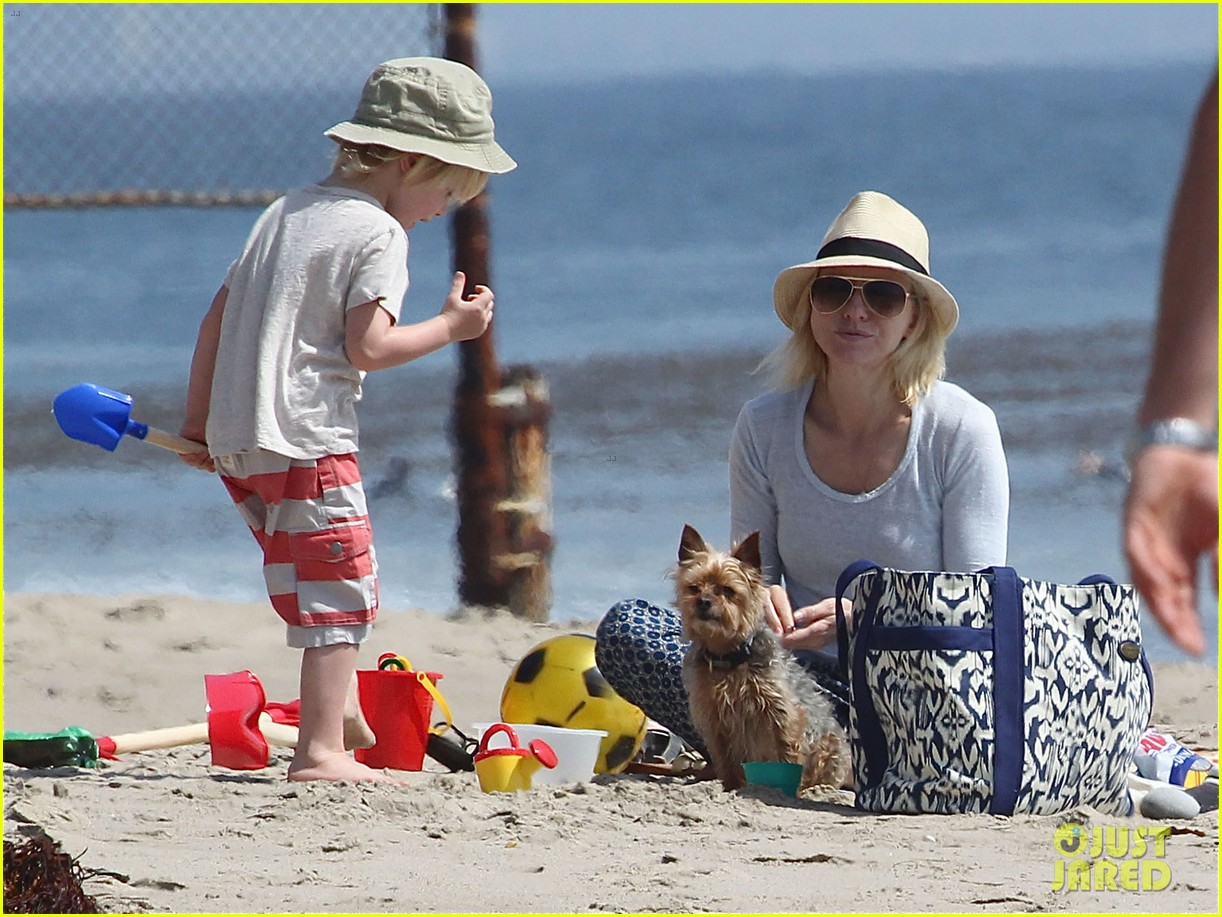 naomi watts shirtless liev schreiber family beach day 092836796
