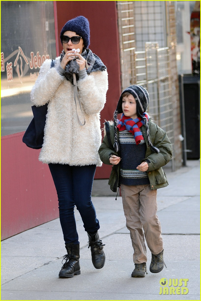 rachel weisz morning stroll with henry 03