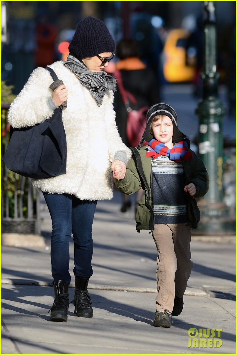 rachel weisz morning stroll with henry 08