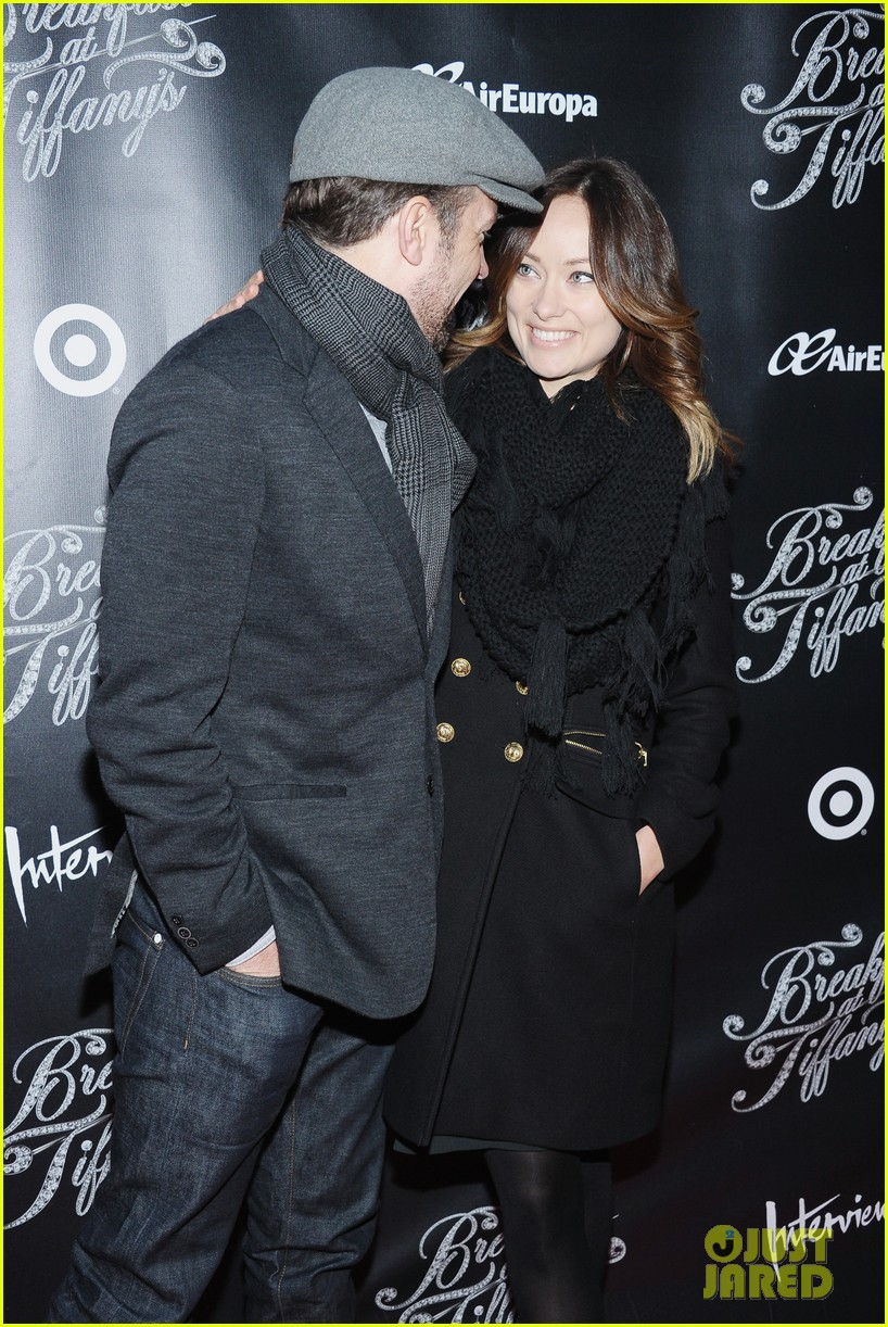 olivia wilde jason sudeikis breakfast at tiffanys opening 08