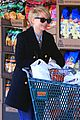 michelle williams grocery shopping in new york city 02