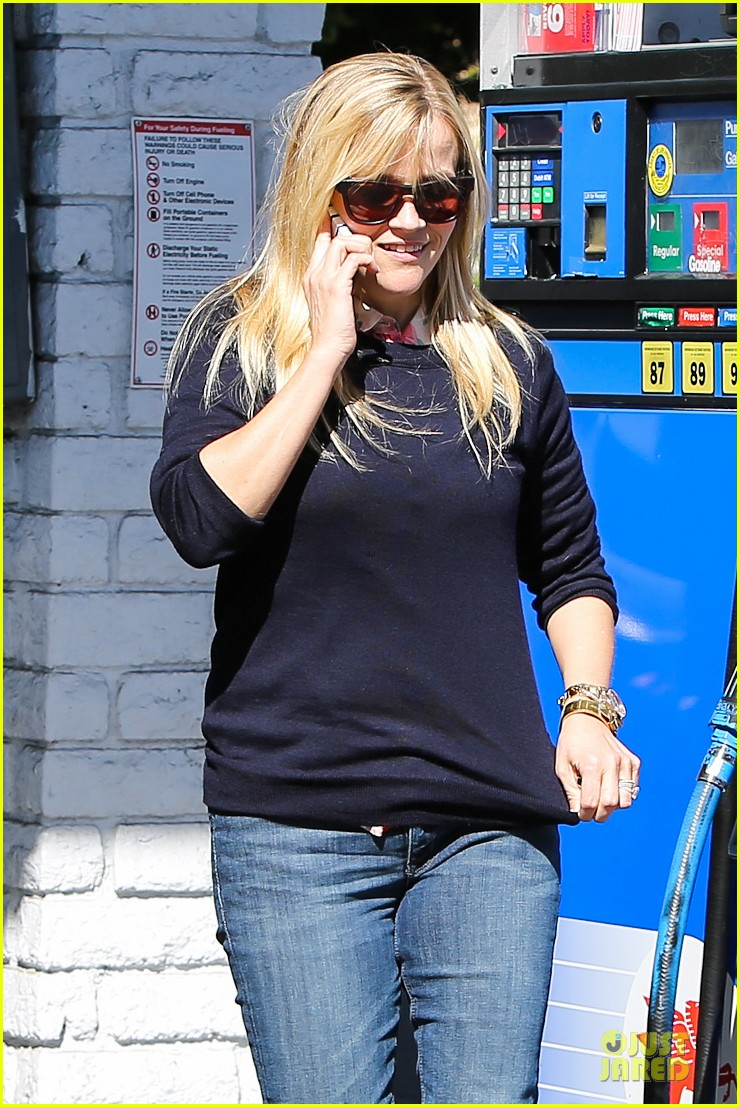 reese witherspoon aviator nation gym stop 02