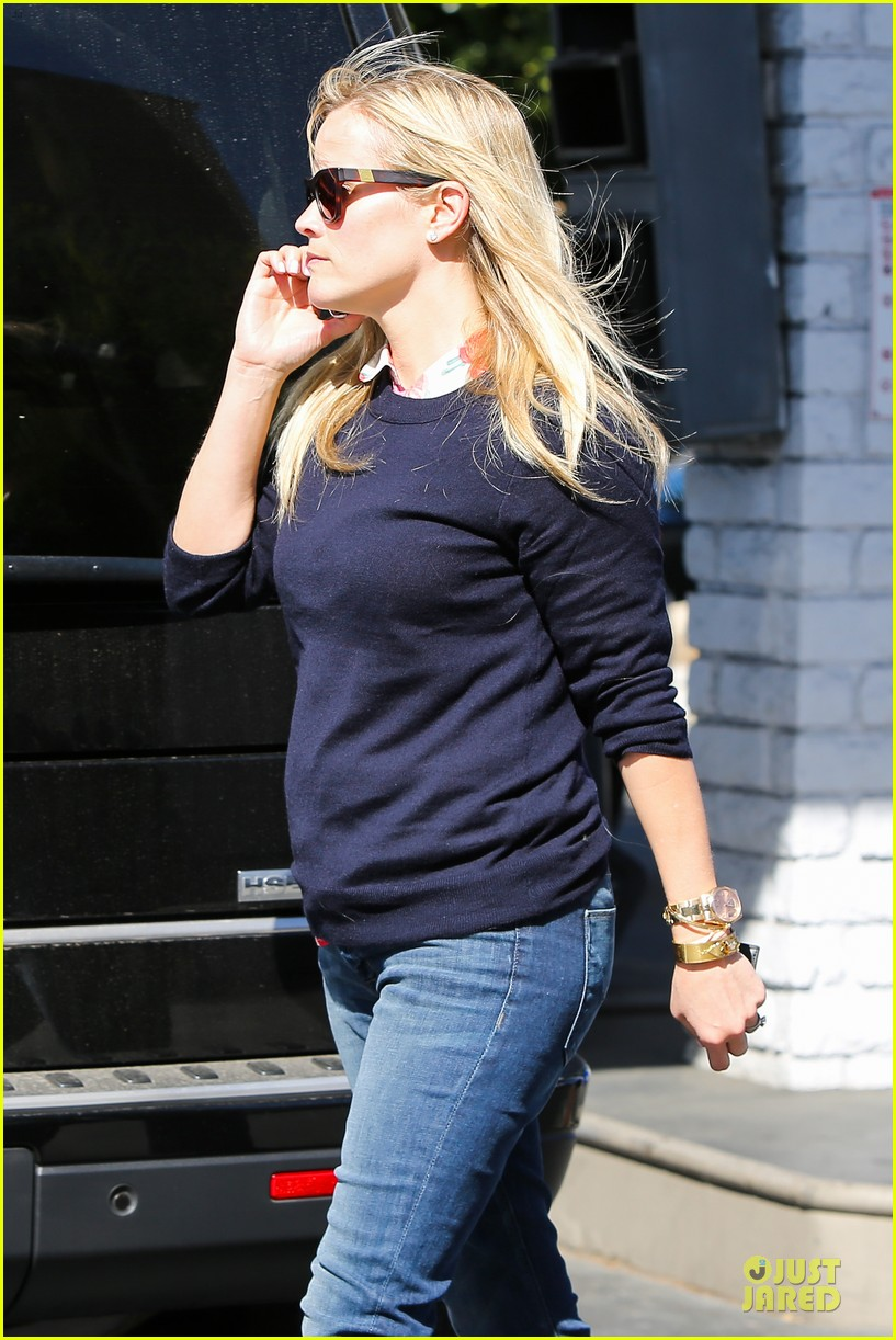 reese witherspoon aviator nation gym stop 04