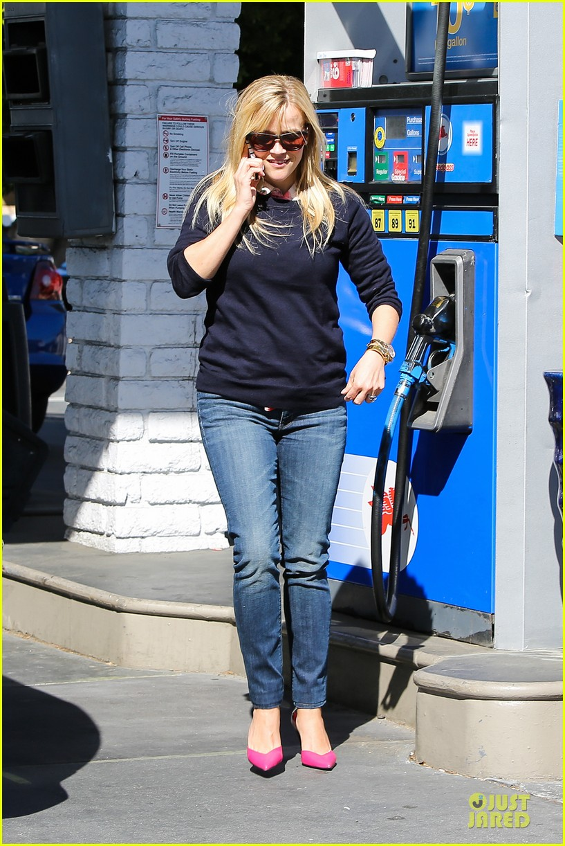 reese witherspoon aviator nation gym stop 112830750