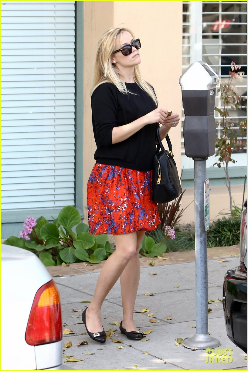 reese witherspoon floral friday meal stop 14