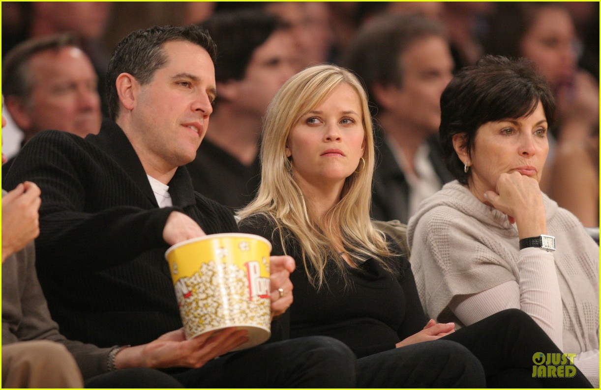 reese witherspoon jim toth lakers game date night 06