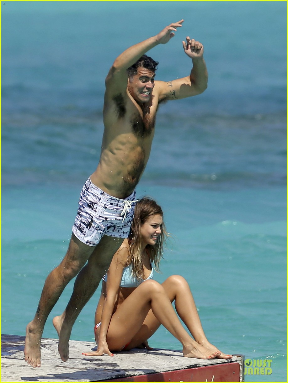 jessica alba st barts bikini babe with shirtless cash warren 03