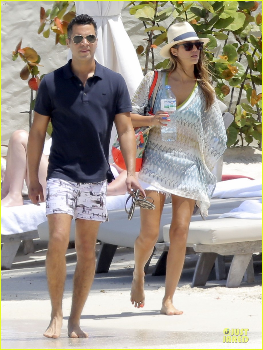 jessica alba st barts bikini babe with shirtless cash warren 43