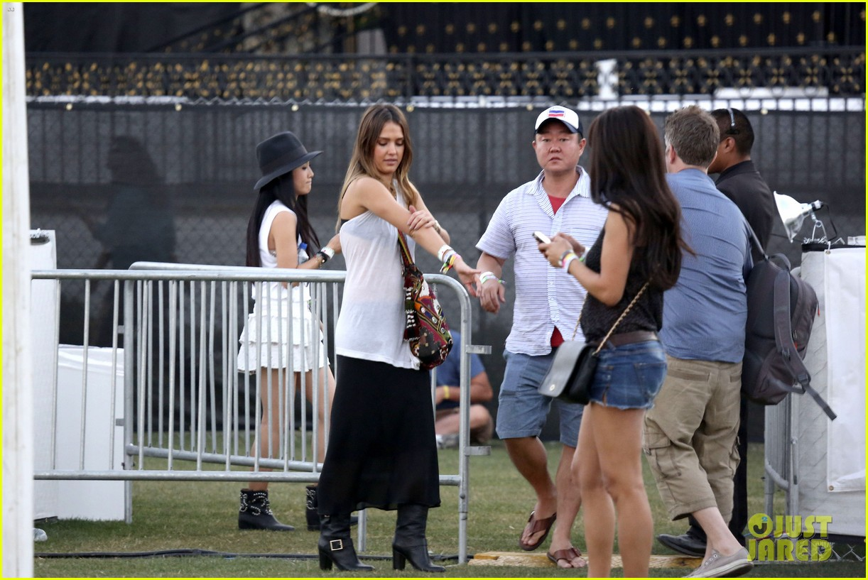 jessica alba cash warren coachella couple 26