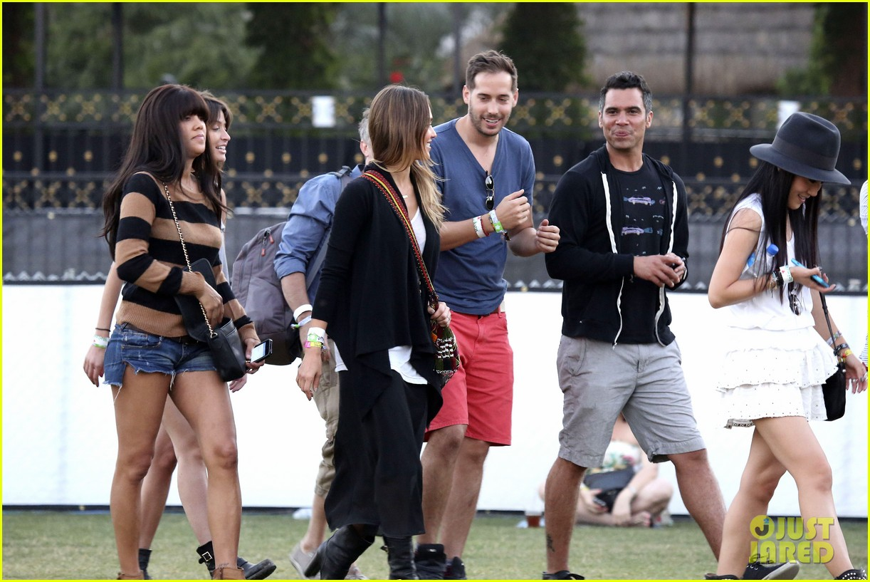 jessica alba cash warren coachella couple 28