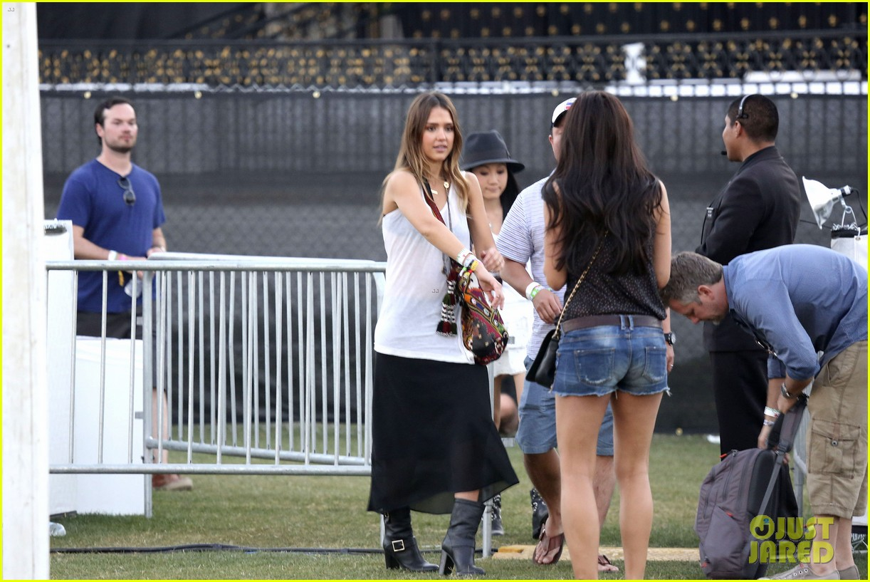jessica alba cash warren coachella couple 29