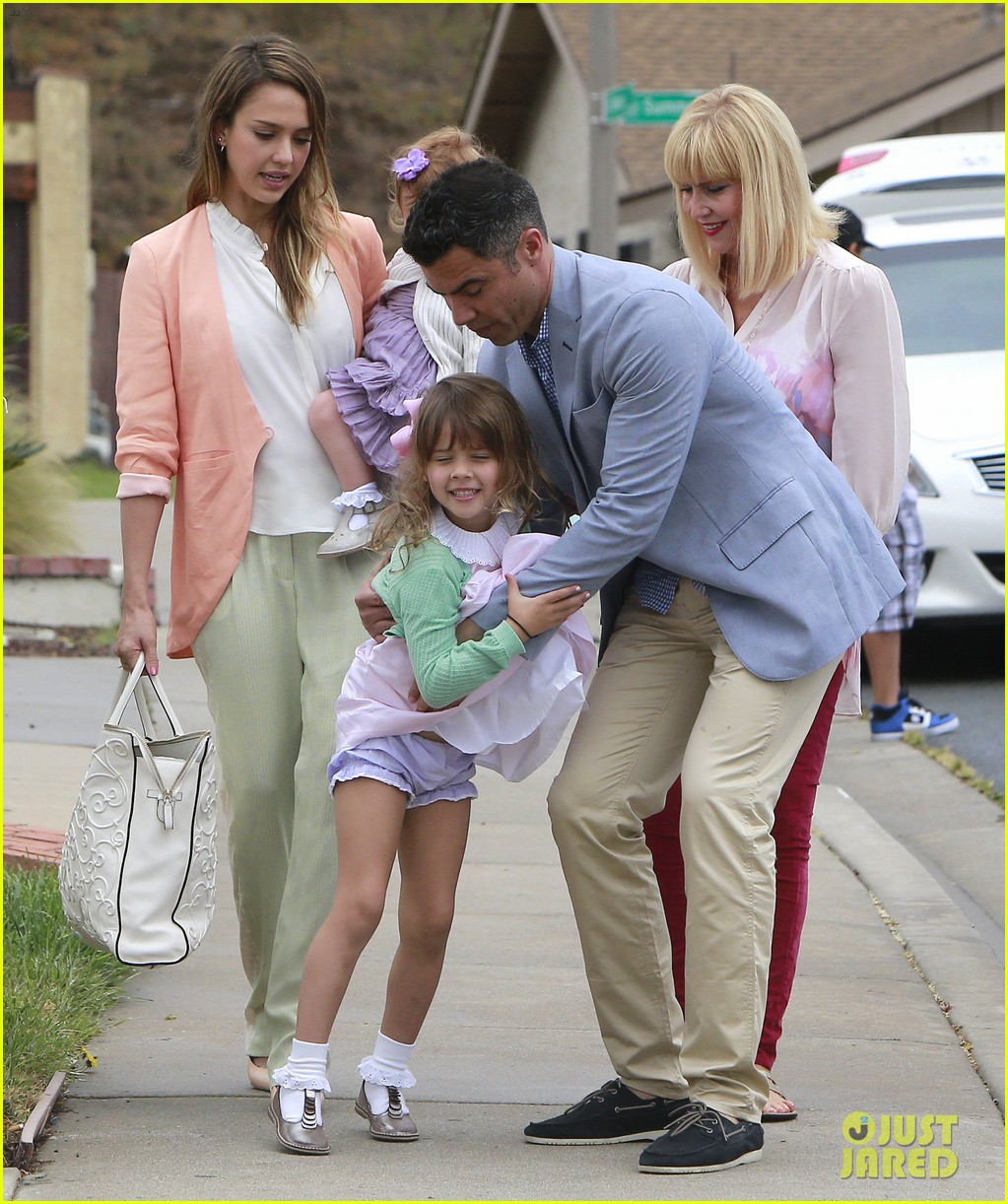 jessica alba cash warren pastels on easter sunday 03